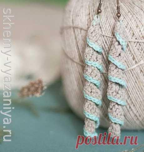 Вязание крючком: льняные серьги-спиральки с голубой каймой - схема и описание