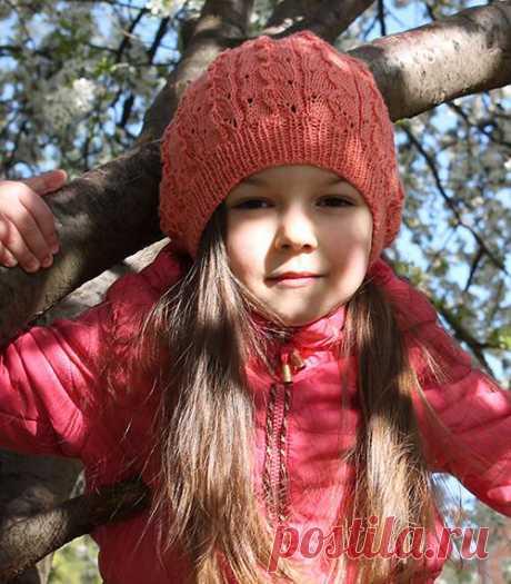 Детский берет, выполнен узором «Лоза и листья» (Вязание спицами) – Журнал Вдохновение Рукодельницы