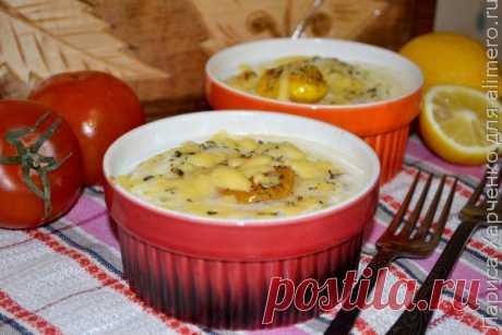 Яйца-кокот на завтрак — 1 баночка консервированных сардин в масле  — 2 ломтика помидора — 80 мл сливок — 50 г сливочного масла  Показать полностью…