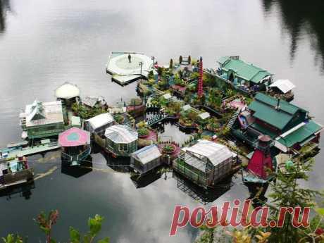 Однажды муж и жена решили построить свой домик на озере. Прошли годы – и он превратился в настоящий остров на полном самообеспечении.