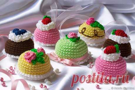 Вязаные сладости: пирожные и торты