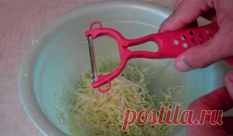 Скрытые возможности простой овощечистки...   В этой жизни я ненавижу две вещи: мыть посуду и чистить картошку. Если мне удалось уговорить мужа купить посудомоечную машину, то чистить картошку приходится самостоятельно. Моя лучшая и незаменимая…