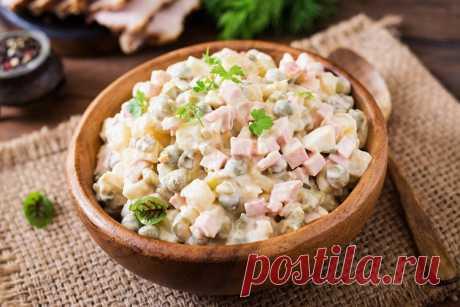 Оливье – 6 очень вкусных классических рецептов салата Как приготовить классический рецепт салата Оливье на праздник - с колбасой и солеными или свежими огурцами, с курицей или мясом, а может быть с крабами.