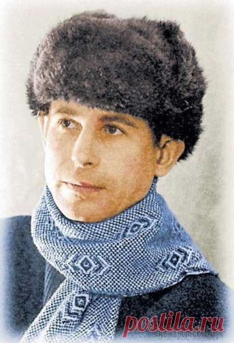 Фрагменты вечера, посвящённого Николаю Рубцову. Поёт Александр Васин-Макаров. 9 ноября 2006 г.