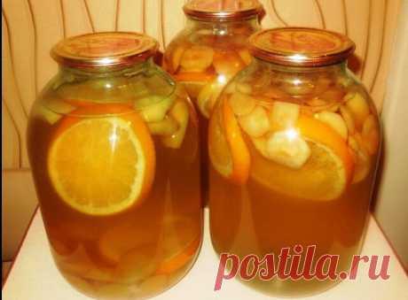 Компот из яблок, апельсина и лимона — домашняя фанта на зиму  Продукты:  яблоки (небольшие) — 8-10 шт.; сахарный песок – 300 гр; вода – 2,5 литра; апельсин – 1/2 шт.; лимон – 1/3 шт.  Как приготовить компот из яблок, апельсина и лимона  Перед началом приготовления компота нам нужно заранее простерилизовать любым удобным способом трехлитровые банки и закаточные крышки.  И так, начнем с того, что под холодной проточной водой вымоем яблоки. Яблочки, кстати, я для компота подб...