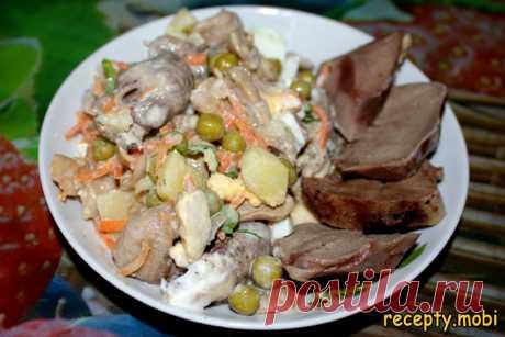 """Салат с маринованными шампиньонами, корейской морковью и куриным сердцем """"Страсть"""""""