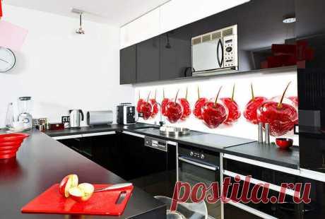 Стеклянный фартук для кухни — практичный вариант для любителей эксклюзива Кухонным фартуком называют самый уязвимый участок стены между верхним и нижним рядом мебели. Гарнитур сам по себе, конечно, никакой опасности не представляет, а вот рабочие столы и поверхности рабочих модулей – да. Открытый огонь, нагрев... Стеклянный фартук для кухни — практичный вариант для любителей эксклюзива