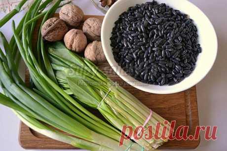 Постный салат из чёрной фасоли и орехов. Рецепт с пошаговыми фото