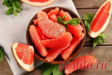 «Грейпфрут при сахарном диабете 2 типа, можно ли его есть. Благотворное воздействие грейпфрута на организм при сахарном диабете Сахарный диабет 2 типа, характерен низкой или полной, неспособностью клеток организма усваивать глюкозу. В результате она накапливается в сосудах и постепенно разрушает их стенки. Для того что бы держать под контролем уровень сахара в крови, диабетикам рекомендуется полностью пересмотреть свой рацион. До конца своей жизни