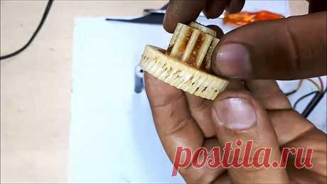 Восстановление зубьев пластиковой шестеренки накаткой Многие редукторные механизмы состоят из пластиковых шестеренок, зубья которых под нагрузкой могут стираться. Особенно это происходит, когда заканчивается внутренняя смазка по прошествии долгого периода. Примером этого может являться двигатель автомобильного стеклоочистителя, электрическая