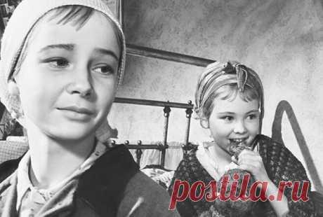 Советские актрисы, умершие в психиатрической больнице Внутренний мир творческого человека — явление хрупкое: яркий талант часто сопровождается постоянными душевными страданиями. И иногда они приводят к печальному и даже страшному финалу. Эти актрисы были популярны в Советском Союзе, их обожали зрители и охотно снимали режиссеры. Но, увы, жизнь их закончилась трагически – на больничной койке психиатрического отделения.