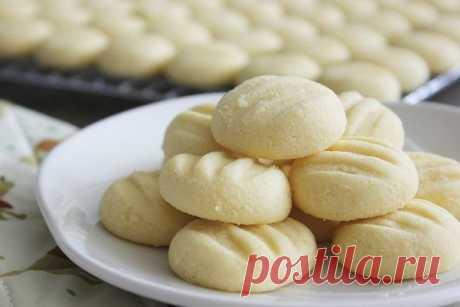 Домашнее печенье из сгущенки и муки: как приготовить Два простых рецепта домашнего печенья на основе сгущенного молока: из сгущенки и муки и с добавлением сливочного масла.