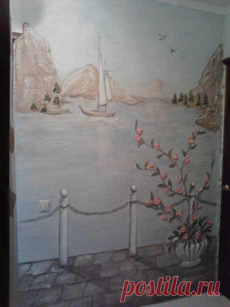 барельеф с росписью
