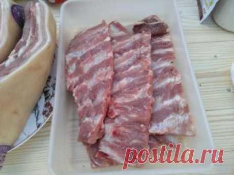 Коптим мясо и рёбра. Копчёная свинина - видео рецепт.