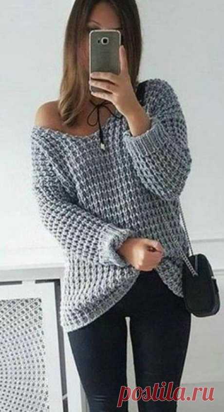 Крупный узор спицами для вязания пуловера — как связать Огромным преимуществом вязания изделий крупными узорами является то, что вяжутся такие вещи достаточно быстро, а выглядят изделия связанные такой вязкой достаточно рельефно и современно. Рапорт, приведенного ниже узора, составляет всего две петли. В высоту рапорт состоит из четырех рядов. Чтобы связать такой пуловер приготовьте спицы не менее №5, а лучше №6-№8.  Описание узора:  1 ряд- чередовать 1 лицевая петля, 1 из...