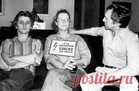 Одной из лучших фотографий молодого Михаила Барышникова - фотография, где он снят с Мариной Влади и Владимиром Высоцким в своей нью-йоркской квартире. Поражает его неподвижное, почти застывшее лицо. Фотографировал их Леонид Лубяницкий, их общий друг.