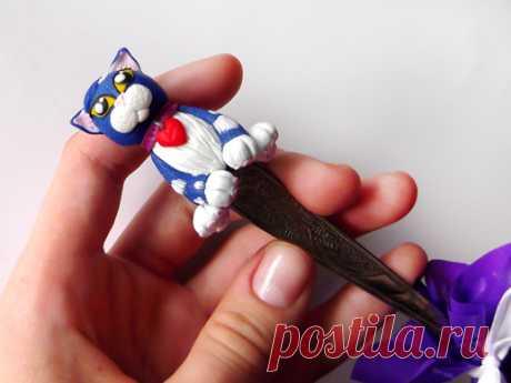 Подарок своими руками из полимерной глины: Ложка с синим котиком