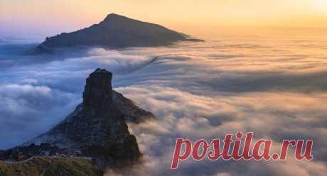 Удивительная гора Фаньцзиншань в китайском Гуанчжоу В прошлом году гора Фаньцзиншань в провинции Гуйчжоу на юго-западе Китая была внесена в список природных объектов Всемирного наследия ЮНЕСКО. Природный заповедник и дом для ряда буддийских храмов, это...