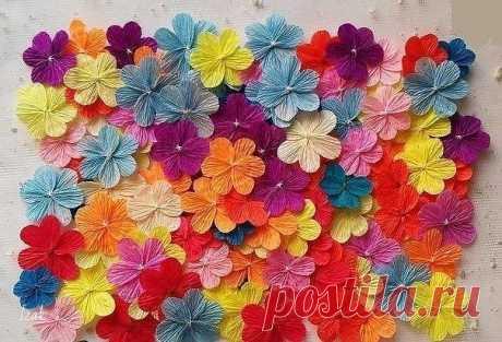 Делаем  цветочки из гофрированной бумаги