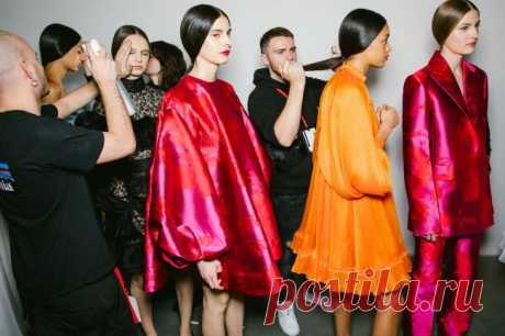 ТОП-15 модных причесок осень-зима 2020-2021 В моде косички, короткие стрижки, прически в стиле ретро и яркие цвета волос.