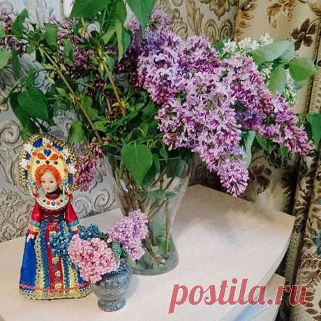 Photo by Обожаю Быть Женщиной on May 19, 2020. На изображении может находиться: 1 человек, цветок и растение