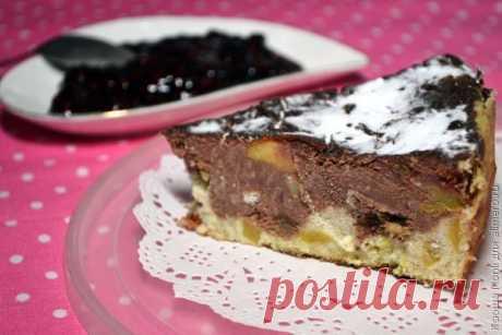 👌 Шоколадная творожная запеканка с яблоками и изюмом, рецепты с фото Если вы хотите побаловать своих родных вкусной сладкой творожной запеканкой, то можете воспользоваться сегодняшним рецептом. Понравится это блюдо и любителям шоколада, так как осно...