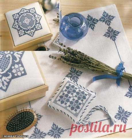The embroidered napkin and needle case