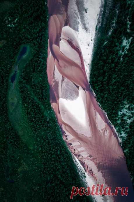 Поверхность реки с высоты. Новый Уренгой, Ямал. Автор фото – Камиль Нуреев: nat-geo.ru/photo/user/45458/