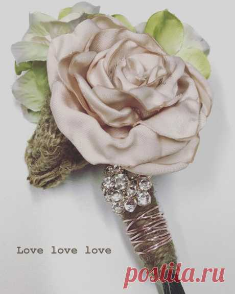 Forever Brooch Bouquets LLC в Instagram: «#groom Boutonniere • Handmade satin garden rose, next to a burlap rosette, and a single crystal brooch all wrapped in twine and rose gold…» 42 отметок «Нравится», 2 комментариев — Forever Brooch Bouquets LLC (@foreverbroochbouquets) в Instagram: «#groom Boutonniere • Handmade satin garden rose, next to a burlap rosette, and a single crystal…»