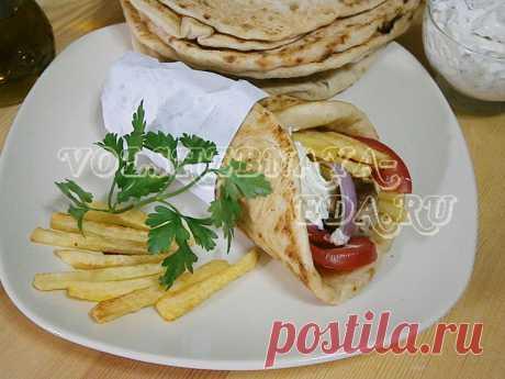 Гирос? Сувлаки в лепешке! Если вы хотя бы раз бывали в Греции и обедали в греческой закусочной, то первое, на что, вероятно, обратили внимание, это некое подобие шаурмы. Она имеет там свою национальную специфику.