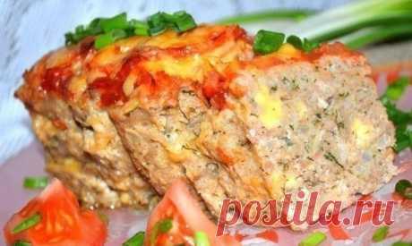 Мясной хлебец с сыром. Мясной хлебец с сыром — это достойная замена обычным котлетам. Готовится довольно просто и самое главное — не нужно стоять у плиты.