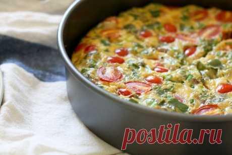 Фриттата с пореем, томатами и козьим сыром