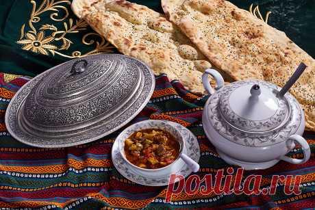 Что приготовить на выходных? Кабаклама - простое, недорогое и вкусное блюдо!  Я уже рассказывал о гостеприимной турецкой семье в Газиантепе, где мы провели целый день и приготовили 4 блюда.Вот еще одно - очень простое, получится у любого, даже у тех, кто возьмется готовить пер…