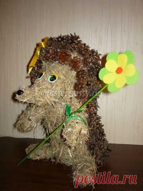 Забавный ежик из сена и шишек. Мастер класс с пошаговым фото