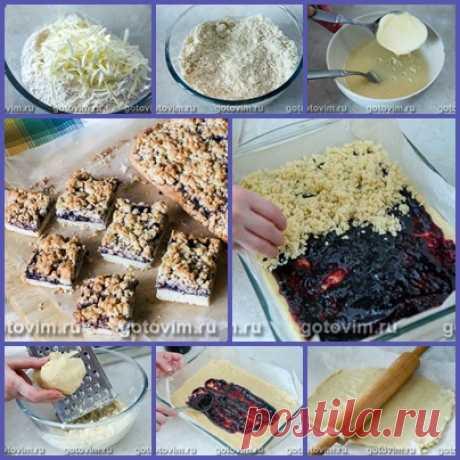 Пирог тертый с черносмородиновым вареньем