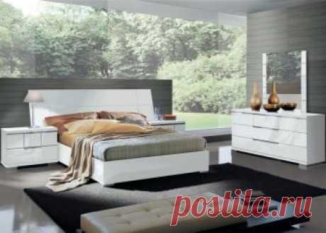 Спальня Asti Queen Size / ALF Спальный гарнитур, модель ASTI от итальянской фабрики ALF. Отделка: белый - глянцевым многослойным лак.  Комплект спальни:  кровать Queen Size, спальное место157х207,  комод 3 ящика,  зеркало,  две тумба прикроватные.