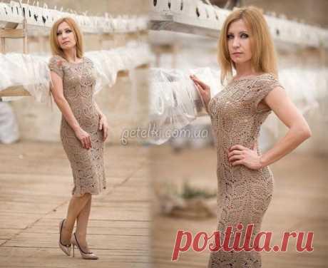 El vestido lujoso por el gancho. Los esquemas