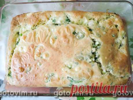 Jellied cottage cheese and green onions pie. The recipe with a photo When there is no desire to potter with the test, it is possible to make fast lazy pie. Soft, tasty dough, a juicy stuffing - pie turns out just fingers will lick! By the way, the stuffing for it can be changed to the taste, and not just to mix green onions with cottage cheese.