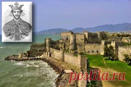 ԿԻԼԻԿԻԱ 1198 թ-ի հունվարի 6-ին Լևոն Մեծ Ռուբինյանը,որը դրանից առաջ արդեն 12 տարի էր,որ ղեկավարում էր Ռուբինյանների իշխանությունը,Հռոմեական «սրբազան» կայսրությունից և Բյուզանդական կայսրությունից ստացած արքայական թագի ու նշանակների կիրառմամբ և Հռոմի պապի համաձայնությամբ հռչակվեց Հայոց արքա:Բացվում էր Հայոց պատմության նոր էջը: Տեղի ունեցած թագադրումը արդյունքն էր արդեն երկար տարիների իրականացվող այն բարդ և վերջին հաշվով հաջողությամբ ավարտված բանակցո