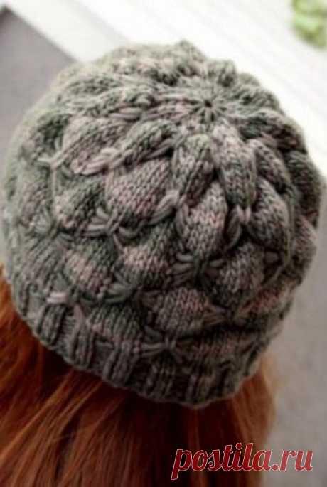 """Шапочка """"Пион"""" - стильный аксессуар на зиму! Изящная зимняя шапочка, напоминающая по форме распустившийся пион связана спицами. Для вязания этой шапочки рекомендуется использовать обычную или секционную пряжу."""