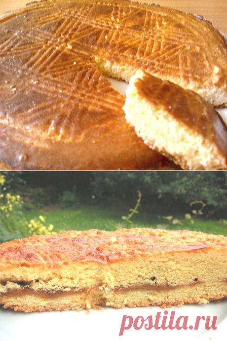 Два бретонских пирога: оба рецепта настоящие | ChocoYamma | Яндекс Дзен  Да, в Бретани не жалеют маслица в выпечку. Возможно, потому что они любят вкусно поесть, а о талии будут думать завтра. Ведь, когда начинаешь готовить традиционный бретонский масляный пирог или тающие во рту слойки Kouign Amann, думать о калориях как-то нелогично.