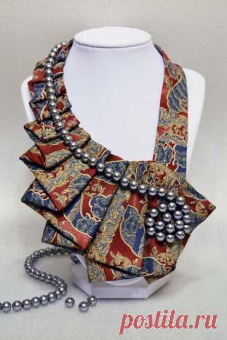 (121) Antique- Silver Pearls Necktie Art Accessory Collar, Fabric Chunky Neckalce Statement 100% Silk Necktie
