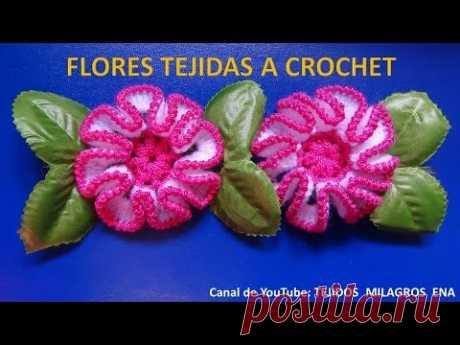 Flor tejida a crochet # 2, para adorno de ponchos, gorros y bolsos.