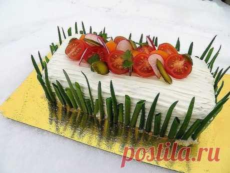 Мясной наполеон - праздничный рецепт!  ИНГРЕДИЕНТЫ  слоеное тесто (бездрожжевое) 1 упаковка  начинка №1  отварная курица 2 ножки  огурцы маринованные 2-3 шт  майонез 1 ст.лож  начинка №2  сыр 100 гр  морковь отварная 1 шт  чеснок 1 зуб  майонез 1 ст.лож  начинка №3  ветчина 100-150 гр  майонез 1-2 ст.лож  украшение сверху:  творожный сыр 200 гр  зеленый лук, петрушка  редис, помидоры черри  маринованный огурчик