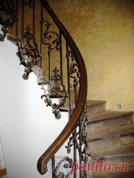 Изготовление лестниц, ограждений, перил Маршаг – Отделка деревом и перила с ковкой