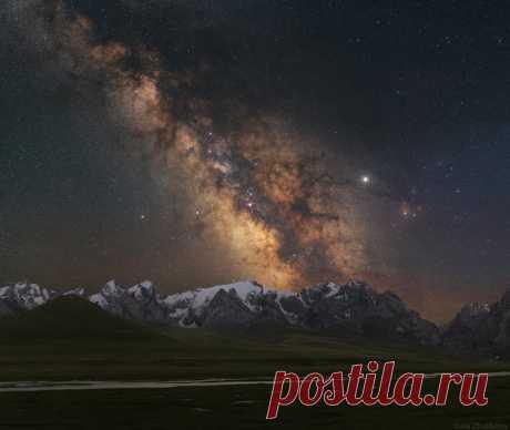 Спящие горы Киргизии в кадре Юлии Жуликовой: nat-geo.ru/community/user/209553 Сказочных сновидений.