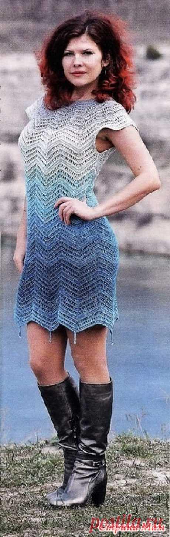 Платье Белое море. Зигзаги в стиле миссони на сине-бело бирюзовом полотне напоминают морские волны. Приталенный силуэт подчеркивает фигуру. Стильный штрих-короткие подвески по краю платья. Вяжем крючком - №5 2020