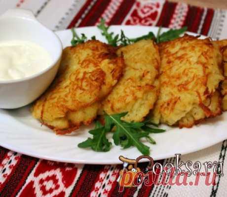 Картофельные оладьи с сыром Картофельные оладьи с сыром- простое, вкусное и сытное блюдо, которое можно подать как на завтрак, так на обед или ужин. Такие оладьи вкусны со сметаной или сливочным соусом с грибами.Оно точно придется по вкусу любителям драников.