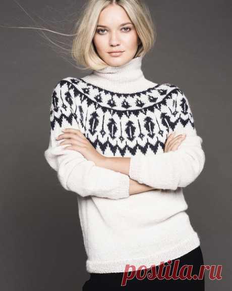 Свитер с эскимосским узором  Красивый свитер с оригинальным жаккардовым узором связан из мягкой и теплой пряжи альпака.  Размеры XS (S–M–L–XL) XXL; обхват груди: 82 (86–94–102–110) 120 см; общая длина: 56 (56–58–59–61) 61 см; длина рукава: 47 см для всех размеров. Длину можно варьировать.  ВАМ ПОТРЕБУЕТСЯ Пряжа Alpakka (100% шерсти альпака; 110 м/50 г) – 7 (8–9–9–10) 11 мотков (по 50 г) молочно-белой и 1 (2–2–2–3) 3 мотка (по 50 г) темно-синей; круговые и чулочные спицы № ...