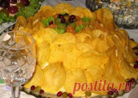 Салат Шпротная шубка. Попробуйте приготовить вместо привычного салата  Мимоза, салат Шпротная шубка - оригинальный вкус и  красивая подача, что еще нужно для праздничного стола.